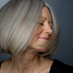 Cabelos grisalhos: aprenda a mantê-los fortes e luminosos